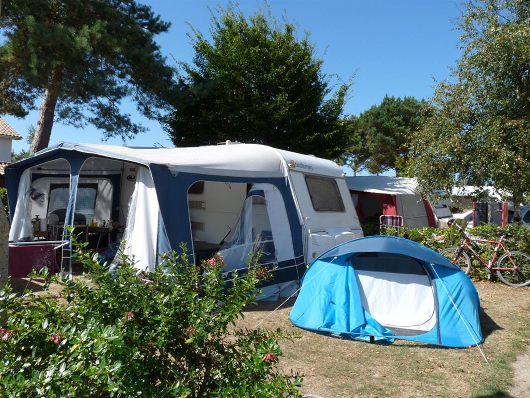 Emplacements camping emplacement camping caravaning for Camping calvados bord de mer avec piscine